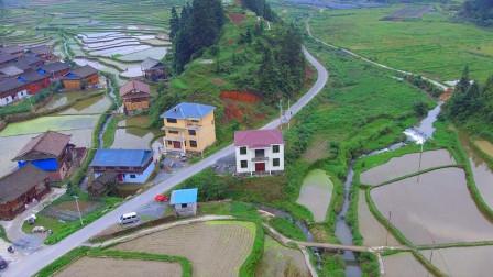 农村人自建三层小别墅,简单大气不失奢华,村里仅有的两个小别墅
