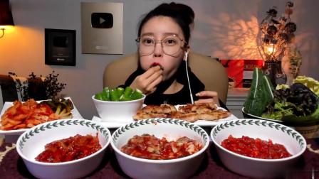 一桌美食光颜色就4红2青1白,看韩国美女吃播吃的尽兴