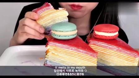 小姐姐吃马卡龙和彩虹千层蛋糕,都是好看又好吃的甜点呀
