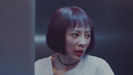 少女准备携巨款逃之夭夭 最后一秒被大哥堵在电梯口.mov