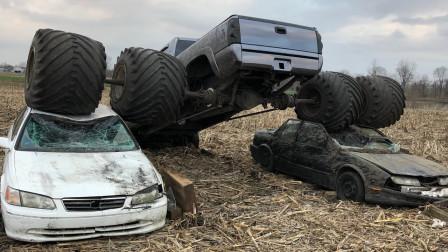 老外改装巨型皮卡,直接碾压两辆轿车,一脚油门彻底被震撼