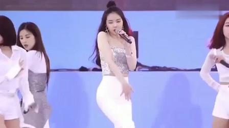 韩国女神孙娜恩,这颜值身材让人羡慕,不愧是女团门面担当