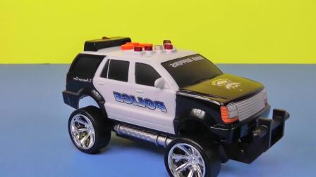 汽车玩具:救护车、警车和消防车的演示