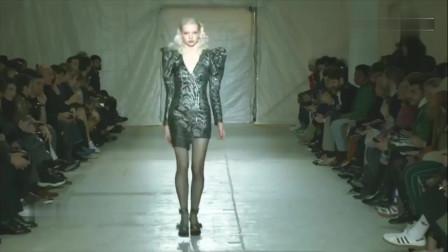 欧美时装秀,性感美女身材紧身衣搭配丝袜,曲线身材尽显极致