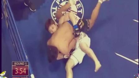 嚣张日本拳手扬言挑衅, 被蒙古小伙玩命暴揍, 生命体征微弱