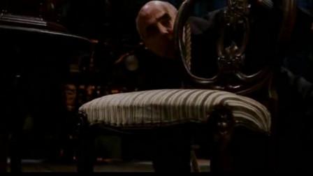 地狱男爵在地下为他爹地报仇,杀掉这个刀枪不入的铁头怪物