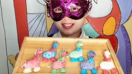 """小姐姐吃""""创意长颈鹿巧克力"""",色彩缤纷超可爱,香甜丝滑好美味"""