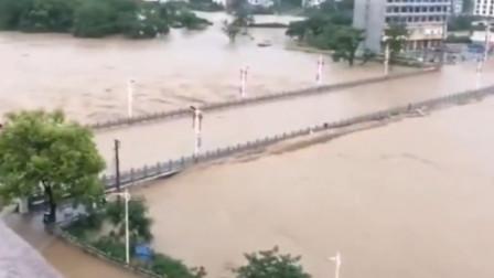 广西暴雨突袭多地受灾 在建大桥被冲垮