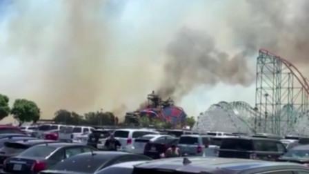 加州野火引燃好莱坞山 游乐场游客着泳衣逃生
