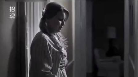 女子半夜被突然吵醒,打开门后惨了,敲门的竟然不是人
