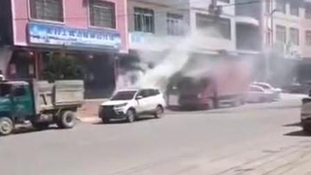 爆蕉头条 男子害妻子后 引发汽车自燃畏罪
