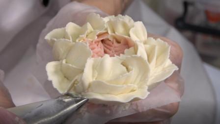 想在西点培训学校学韩式裱花送女朋友,先学基础奥斯汀玫瑰吧