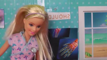 芭比娃娃玩具:小宝贝装病寻关爱,芭比带去看医生露陷了2