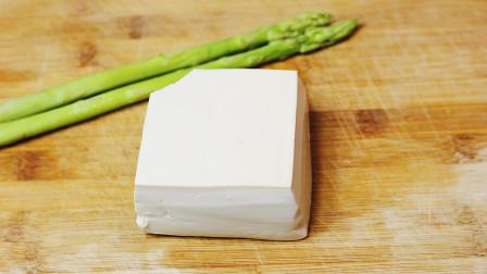 豆腐别再煎着吃,教你一种最简单的方法,筷子搅一搅,一盘吃精光