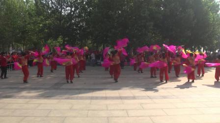 吉祥中国年 群英广场舞表演队