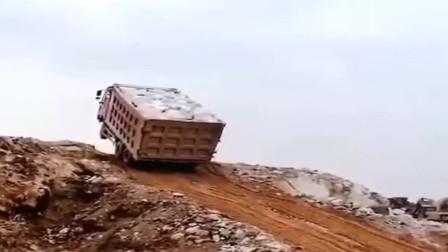富贵险中求啊?大货车这技术和勇气让人佩服!