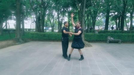 三步踩广场舞《上马酒之歌》水兵舞,朋友你戴上长长的哈达