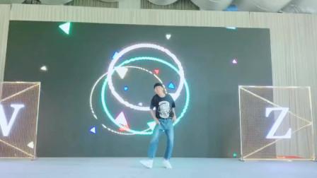 现在没点才艺不敢参加婚礼,小哥哥跳exo的舞蹈,真的太帅了