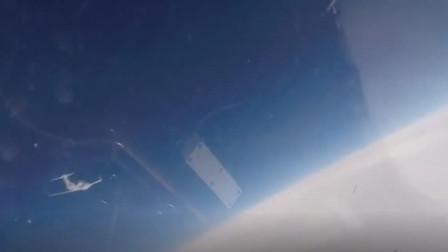 """俄罗斯苏-27""""护送""""瑞典侦查机飞行"""