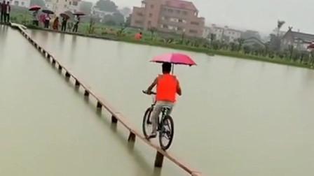 高手在民间,小伙子这自行车技术太厉害了,默默的献上膝盖!