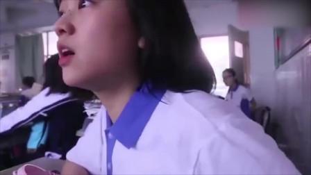 美女偷偷换上高中校服,溜会高中去看望老师,结果太逗了