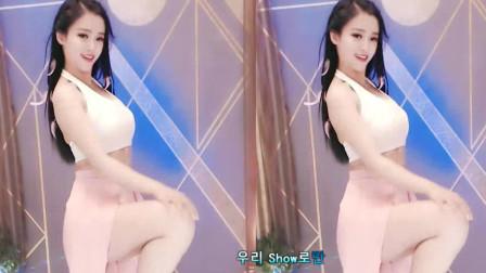 美女热舞裙子很有个性,身材太棒了怎么看都美。