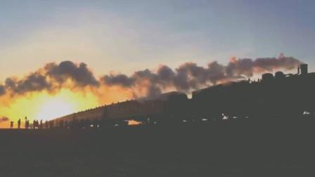 活在当下的蒸汽机车夕阳西下时分掠影,好看到没眼看