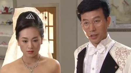 新娘新郎拍婚纱照,新郎用力过度,新娘一脸难受