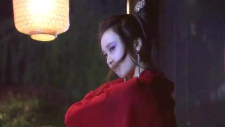 男子半夜在河边,发现一个红衣美女,却不料她不是人