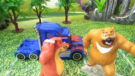 熊二的敞篷汽车卡住了开不走,萝卜头帮忙把车挪了出来