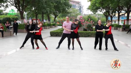 经典广场舞《一生只爱你一人》,适合双人对跳,时尚好看