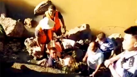 【巫溪】突发:多人乘舟打捞坠河人员突发翻覆1人坠河