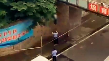 【重庆】女子人行天桥下吊死 地面上滴留不少血迹
