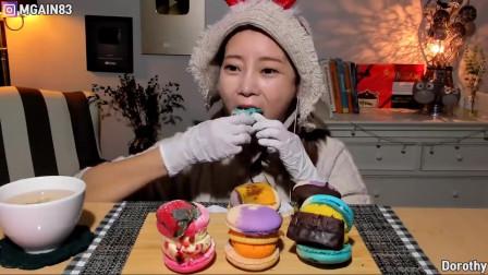 韩国美女吃蛋白杏仁饼干,大口大口塞,这种吃法还是头一次见