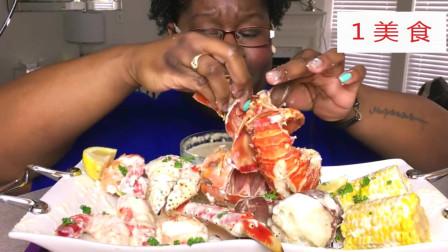 黑人阿姨吃帝王蟹大龙虾,蘸上芝士酱