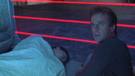 《天狱飞龙》夫妻因要二胎被31年,被逼吞下装置