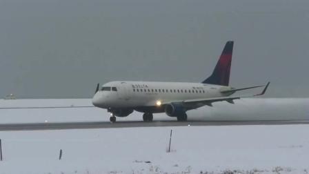 实拍螺旋桨支线客机大雪后降落多伦多机场