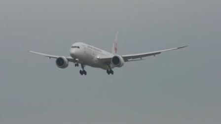 实拍日航波音787客机梦想客机降落成田机场