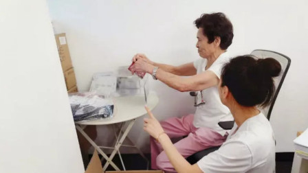 张庭夫妇开公司身家不菲,82岁老母亲还每天去公司帮她她干活