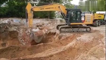 用挖掘机筛沙子,司机把挖掘机都开出一种境界了!