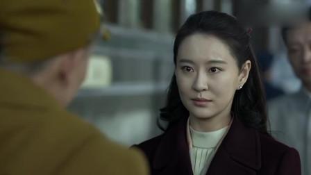 伪装者:锦云假冒日本人想混上火车,不料日军一个问题,就把她难住了