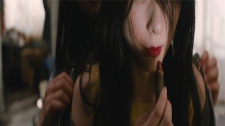 女孩有一支神奇的口红,涂上之后就能换走别人的脸