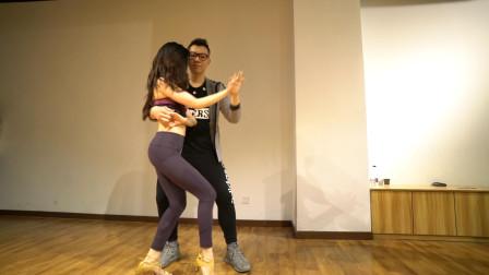 双人舞这么跳太美了,音乐也很好听,很喜欢这个舞蹈