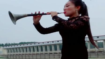 女歌手唢呐吹奏《走天涯》,歌声动感嗓音迷人,这才是我心中女神