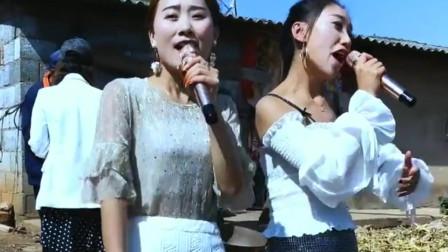 云南张娜和搭档一起唱歌,嗓音依旧迷人动感,足以稳坐女神之位!