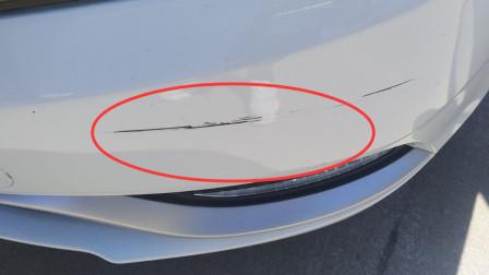 汽车剐蹭后留下这种划痕,需要马上去喷去吗?老司机其实都这么做
