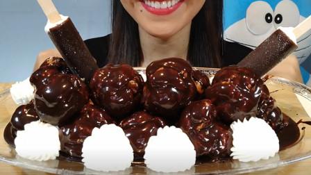 小姐姐吃美味巧克力奶油大餐,巧克力酱浇在表面,味道更加美味