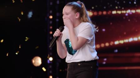 【2019英国达人秀】才10岁牙齿还漏风的小女孩,活该被爆灯,这水平不得冠军天理难容