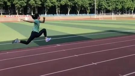 跳远超厉害的学姐,运动会上这步伐吓到我了,男生都没她跳的远