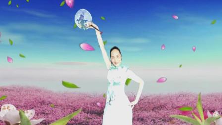 湘女王广场舞《三月桃花雨》  制作、演绎:湘女王   编舞:格格